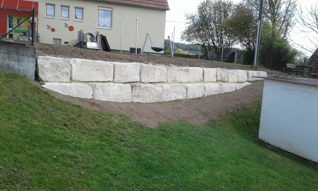 Erstellungen von Natursteinmauern