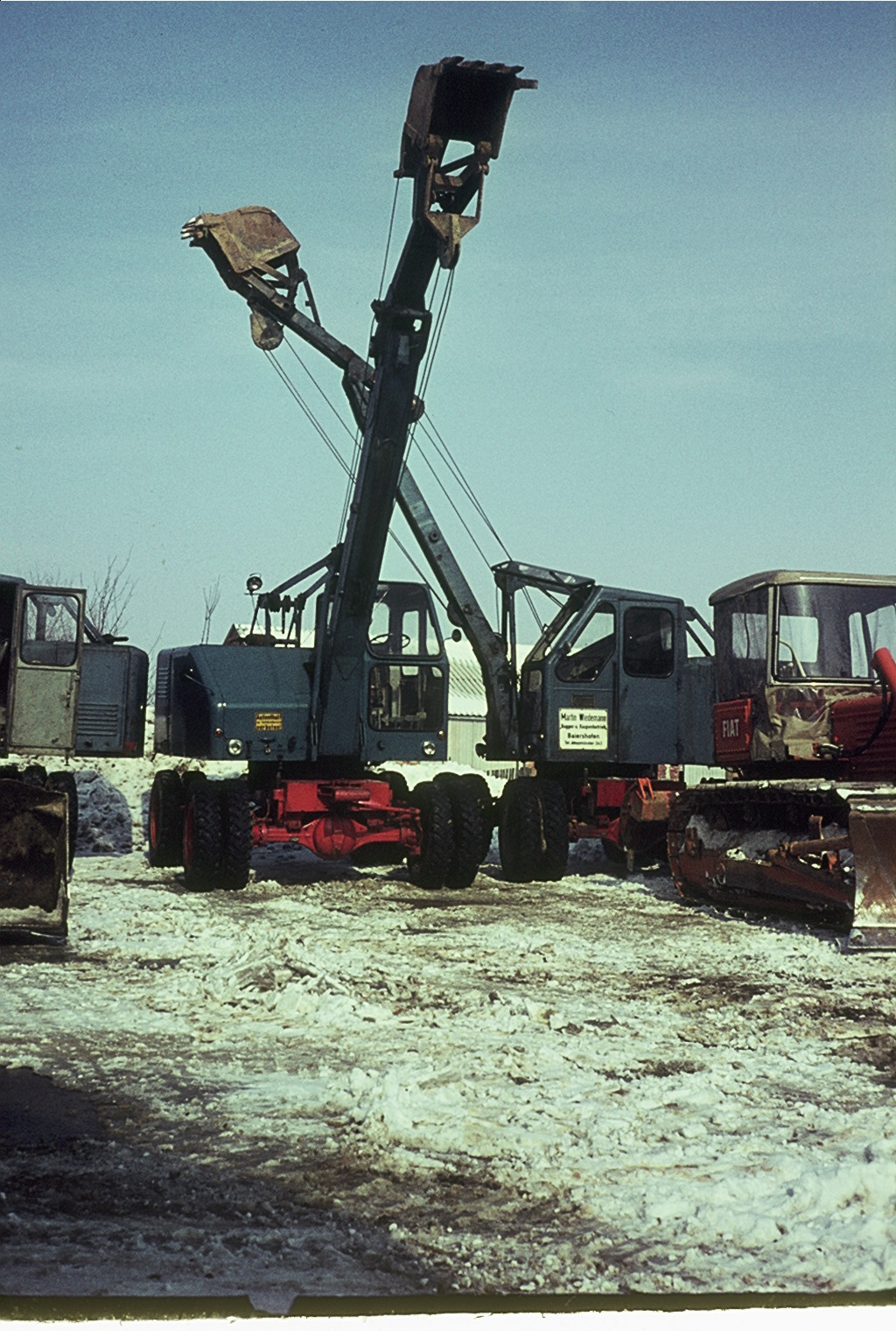 Betriebshof mit Maschinen